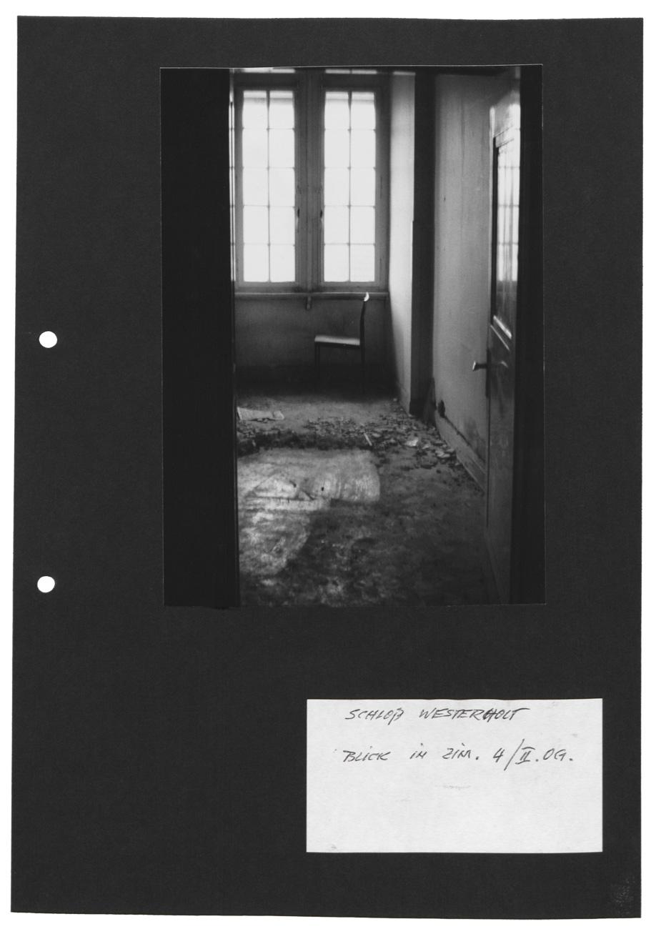 Polaroidfotografien im drehbuch zu eine geschlossene gesellschaft